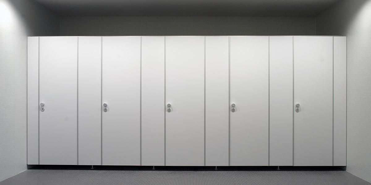 KEMMLIT Sanitäreinrichtungen: variocell | flexibles WC-Trennwandsystem