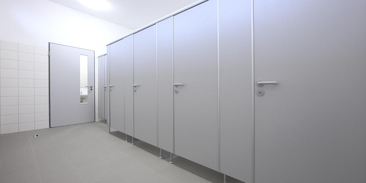 kemmlit sanit reinrichtungen basic wc kabinen in drei attraktiven versionen. Black Bedroom Furniture Sets. Home Design Ideas